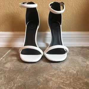 Ladies heels size 7